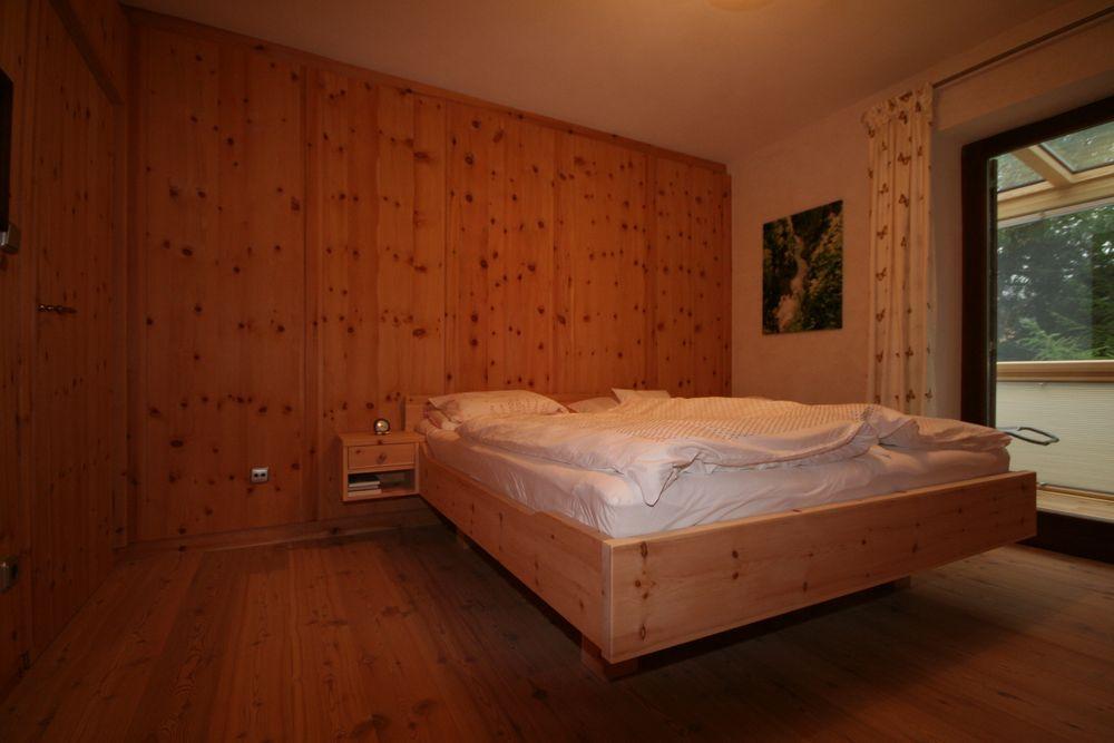 zirbenholz schlafzimmer gsund schlafen und wohnen loferer ihr zirbenholzschreiner in. Black Bedroom Furniture Sets. Home Design Ideas