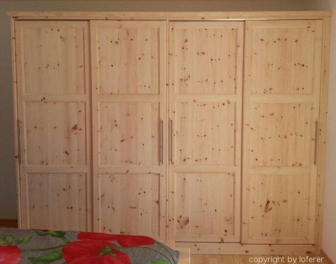 zirbenschlafzimmer schlafzimmer aus zirbenholz. Black Bedroom Furniture Sets. Home Design Ideas