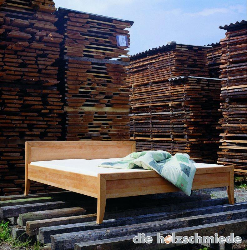 Bett Complimenti am Holzlager