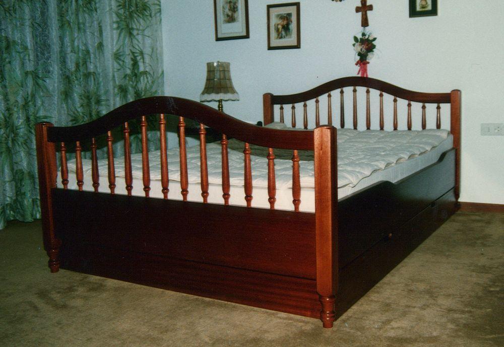 bett elvira von der schreinerei loferer in sufferloh bei holzkirchen. Black Bedroom Furniture Sets. Home Design Ideas