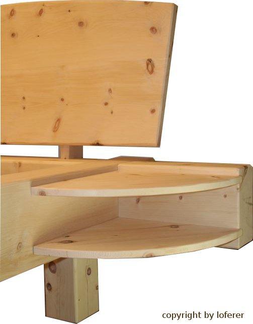 Balkenbett mit seitlichen Ablagen
