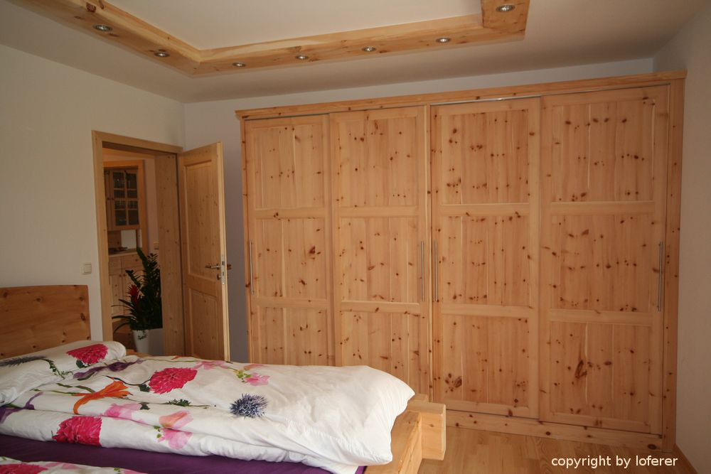 Schlafzimmer Schiebetürschrank in Zirbe