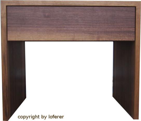Nachttisch in Nussbaum