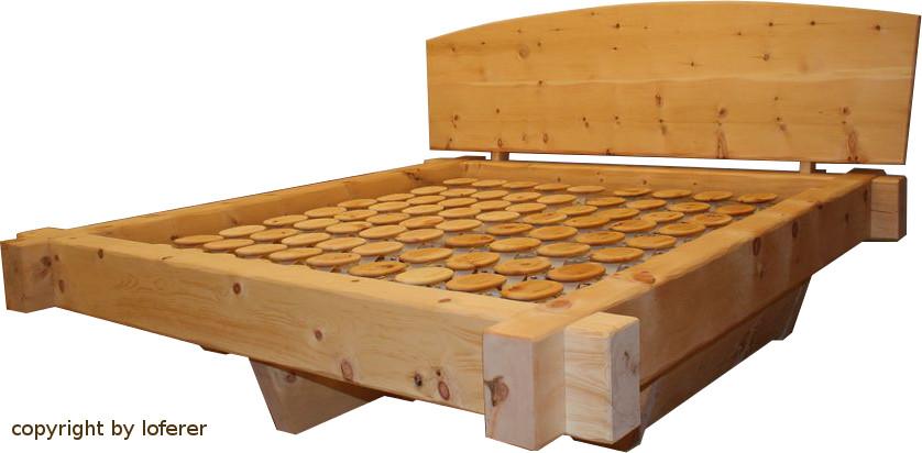 Zirbenbalkenbett mit Schubladen