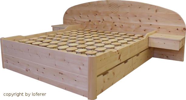 Bett in Zirbenholz
